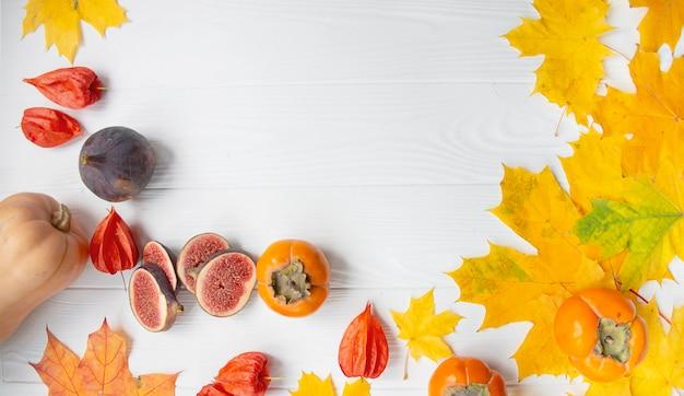 Осенняя концепция с сезонными фруктами и овощами