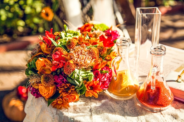 Осенние украшения для свадебной церемонии.