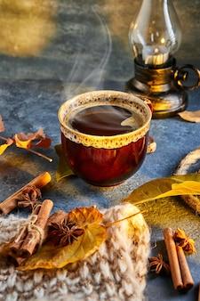 Осень, осенние листья, дымящаяся чашка кофе и теплый шарф на фоне