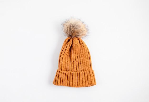 Осенняя плоская композиция с хлопковой шапочкой