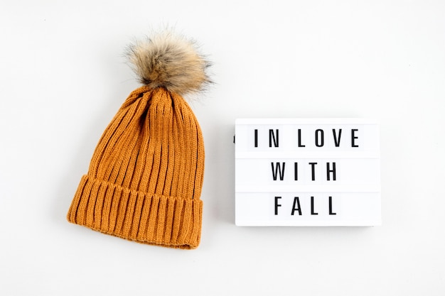 Осенняя композиция с лайтбоксом с надписью in love with fall