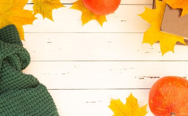 秋のフラットリー、紅葉、かぼちゃと編み物