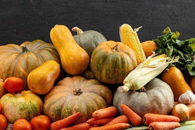 Осенний урожай фон из тыкв и других овощей