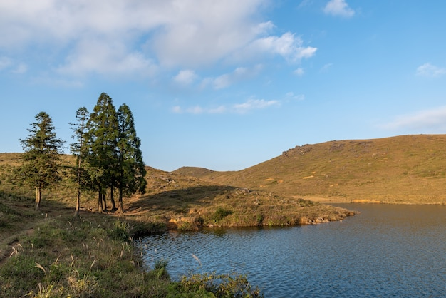 In autumn, the lake scenery of the grassland, the sky and water are grass