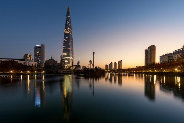 서울, 한국에서 아침에 롯데 세계에서가 풍경.