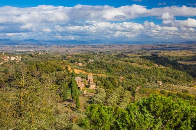 トスカーナ、イタリアの秋の風景