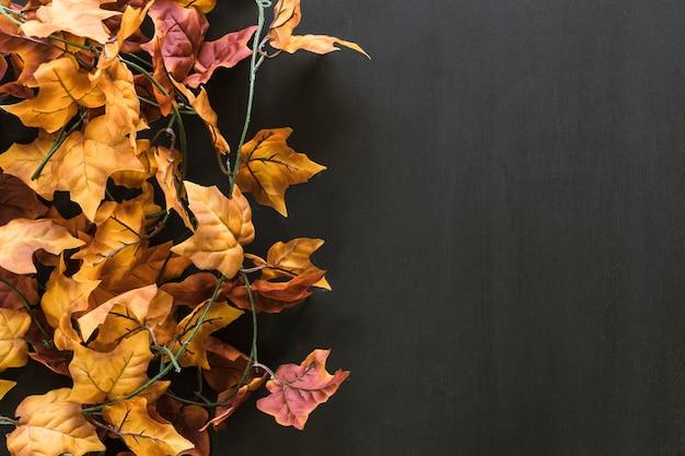 Composizione di foglie di autunno