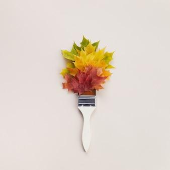 Осенние листья градиента цвета радуги с кистью. минимальная концепция.