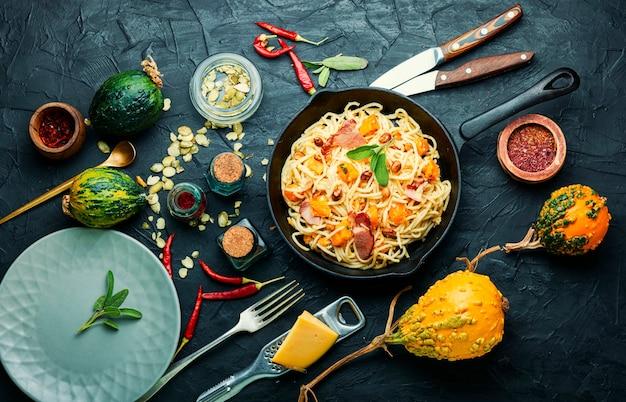 Осеннее меню, паста с тыквой и беконом. паста карбонара. паста с запеченной тыквой.