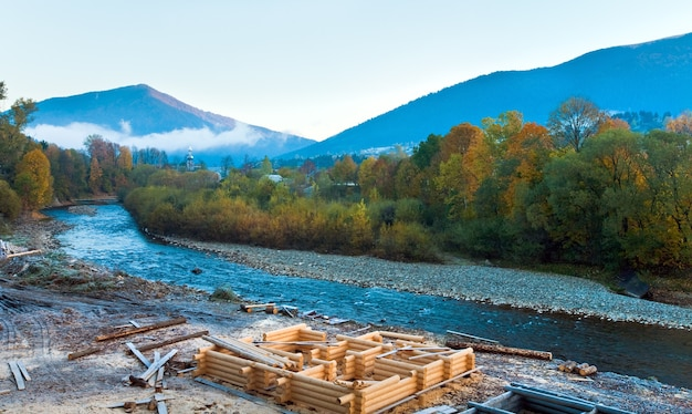 Autumn morning mountain river (kolochava, carpathian , ukraine).