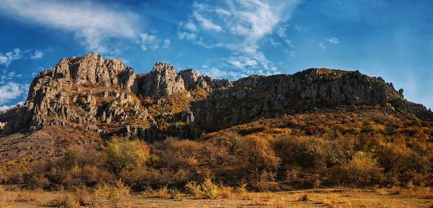 가을 산 풍경, 탁 트인 전망, demerdzhi 산맥, 유령의 계곡, alushta, crimea