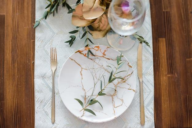 秋または夏のお祝いのテーブルセッティング