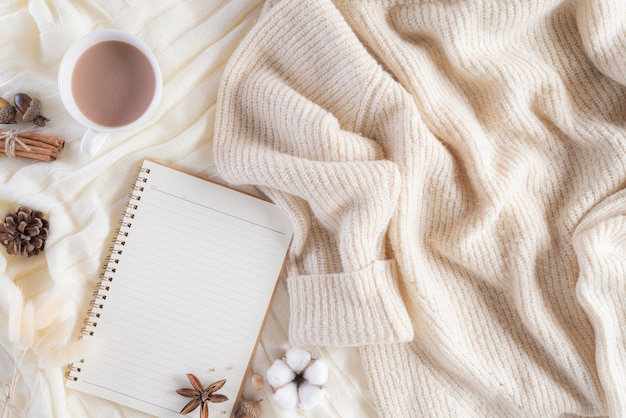 Осенняя или зимняя композиция с copyspace.