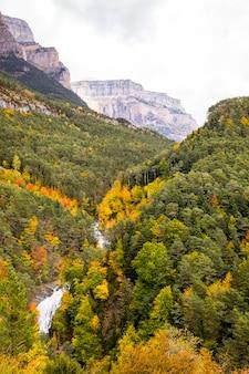 Autumn in ordesa and monte perdido national park, spain Premium Photo