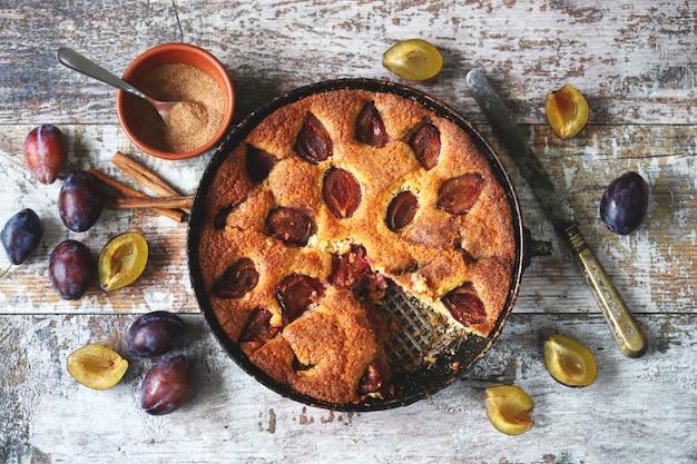 秋の梅パイ。ニューヨークタイムズのレシピの梅ケーキ。