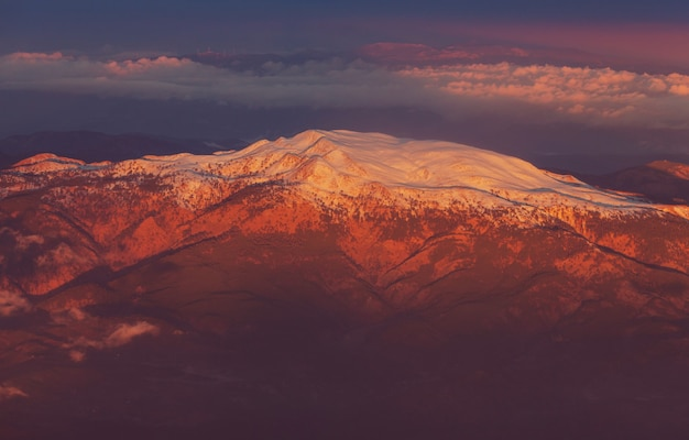 トルコの黒海地域のカッカー山脈の秋の季節。美しい山の風景。