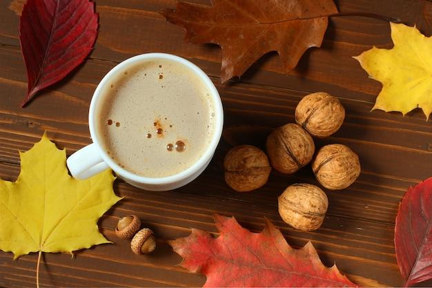 平和と静けさの象徴としての秋の静物