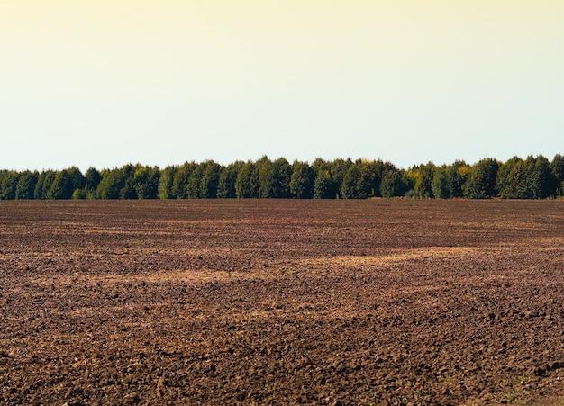 Осенняя обработка поля пейзажный фон