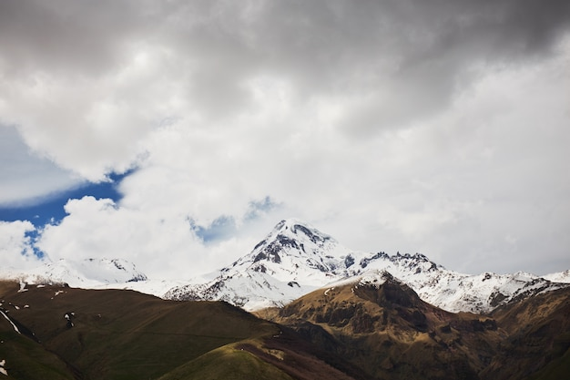 Autumn view of kazbek mountain in georgia. beautiful mountain landscape
