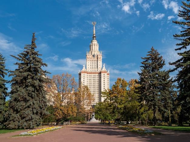 Lomonosov state university의 가을 전망, 모스크바의 건물 및 관광