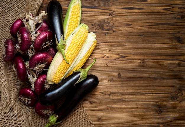 Осенняя композиция из овощей с копией пространства