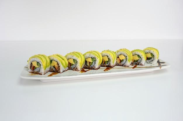 Унаги с авокадо, рулет из суши и огурцов с соусом терияки