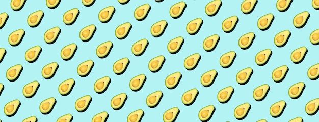 Авокадо минимальный фоновый узор. авокадо на синем фоне, концепция картины.