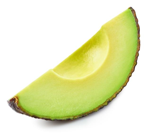 Нарезанный авокадо, изолированные на белом фоне