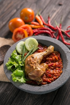 Аям пеньет традиционная жареная курица