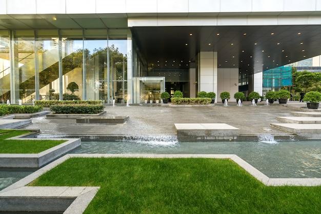 中国上海の陸家azにある金融センターのオフィスビル