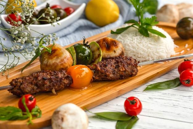 Азербайджанская национальная лула на шомполе с отварным рисом