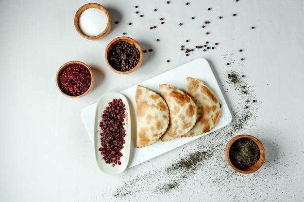 Азербайджанский традиционный джорат кутаба с мясом