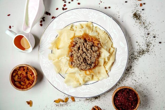 Азербайджанский традиционный листовой хинкали с фаршированным жареным мясом