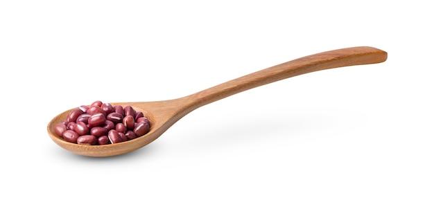 分離された木のスプーンで小豆あずき