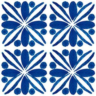 アズレージョ水彩シームレスパターン。伝統的なポルトガルのセラミックタイル。手描きの抽象的な背景。テキスタイル、壁紙、プリント、水着のデザインのための水彩画のアートワーク。青いアズレージョ柄。