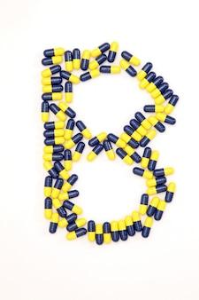 Буквенный алфавит букв b из медицинских капсул