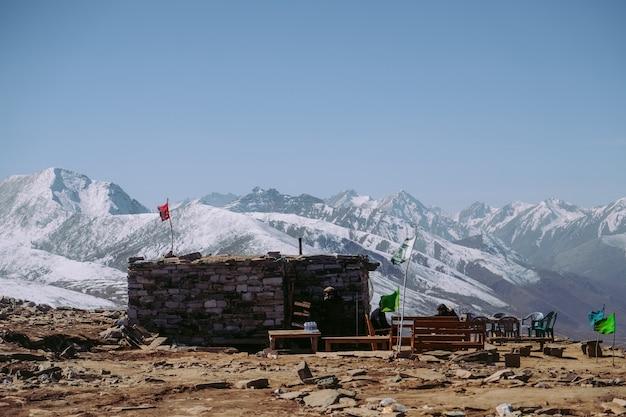 雪をかぶった山脈。 babusar pass、パキスタン。