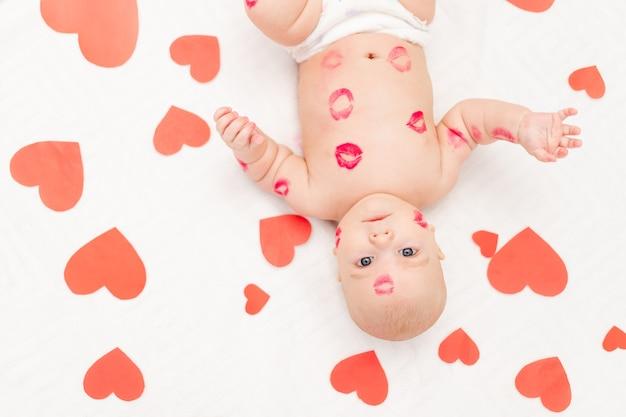 心の中の男の子と赤い口紅からのキス、愛とバレンタインデーの概念