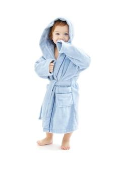 Мальчик в синем халате над белой