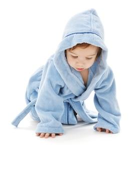 흰색 위에 파란색 가운에 아기