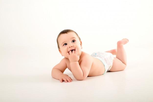 Мальчик в пеленках на белой стене