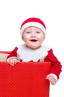 Мальчик стоит в огромной рождественской подарочной коробке