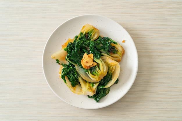 ベビー白菜とオイスターソースとニンニク-アジア料理スタイル