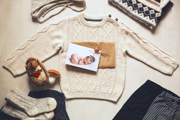 Концепция детской одежды детской моды flat lay детская одежда и аксессуары
