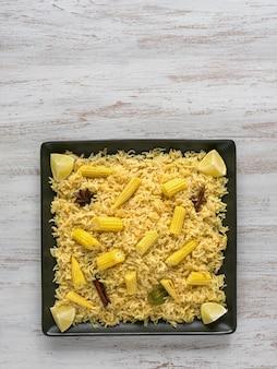 아기 옥수수 pulao. 채식 비리 야니, 인도 음식