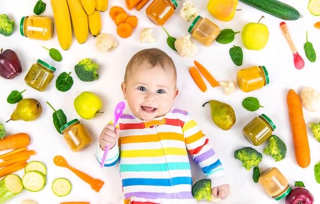 Детское питание пюре с овощами и фруктами