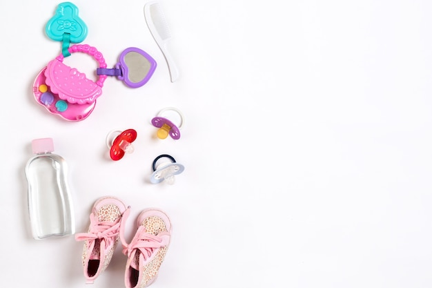 Детская обувь и аксессуары на белом фоне вид сверху