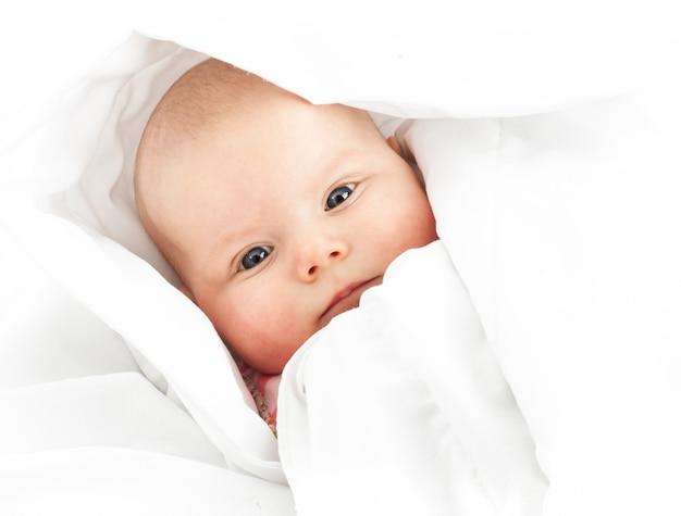 白の女の赤ちゃん