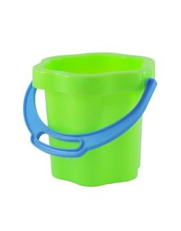 흰색 표면에 고립 된 파란색 손잡이 가진 아기 녹색 플라스틱 양동이