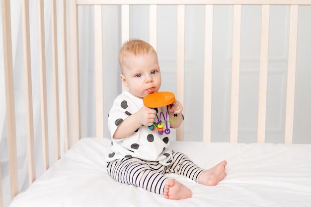 Детские игры в кроватке, раннее развитие детей до года